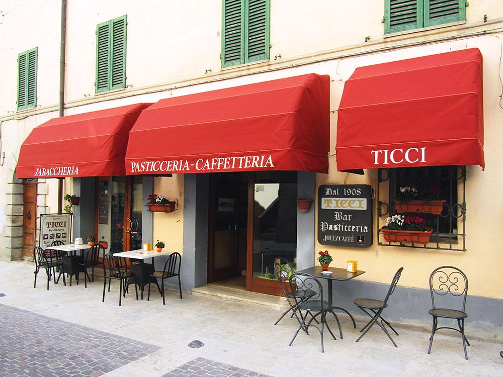 Tende Per Esterno Bar.Tende Da Sole Produzione E Vendita Toscana Tende